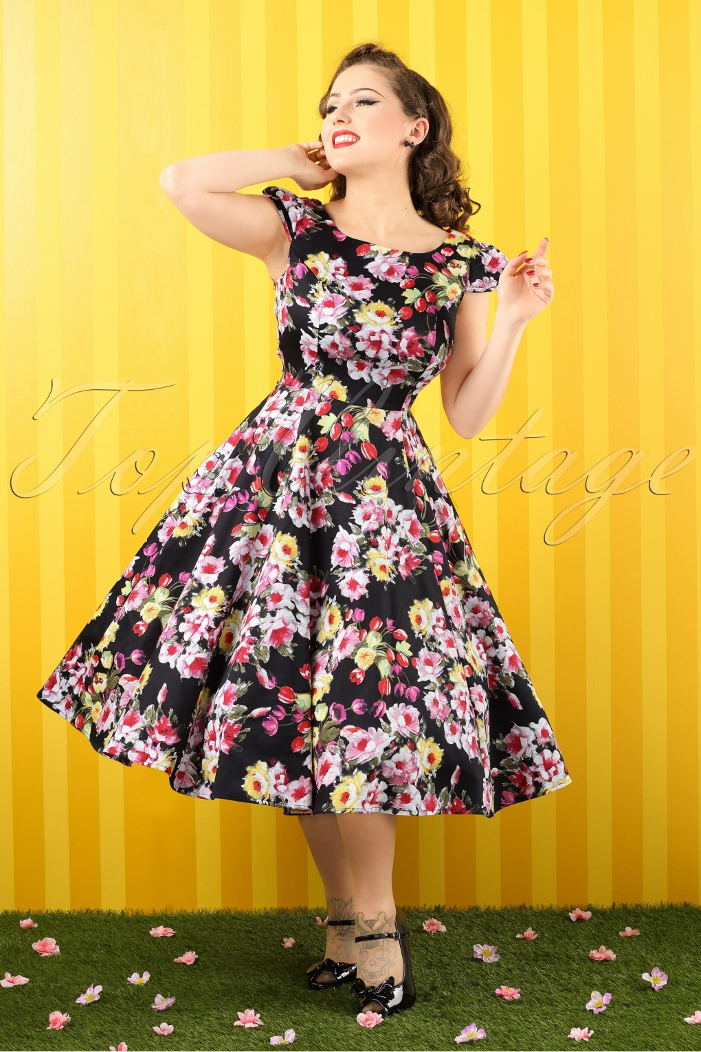 1950s Swing Dresses 50s Daisy Floral Swing Dress in Black £52.08 AT vintagedancer.com
