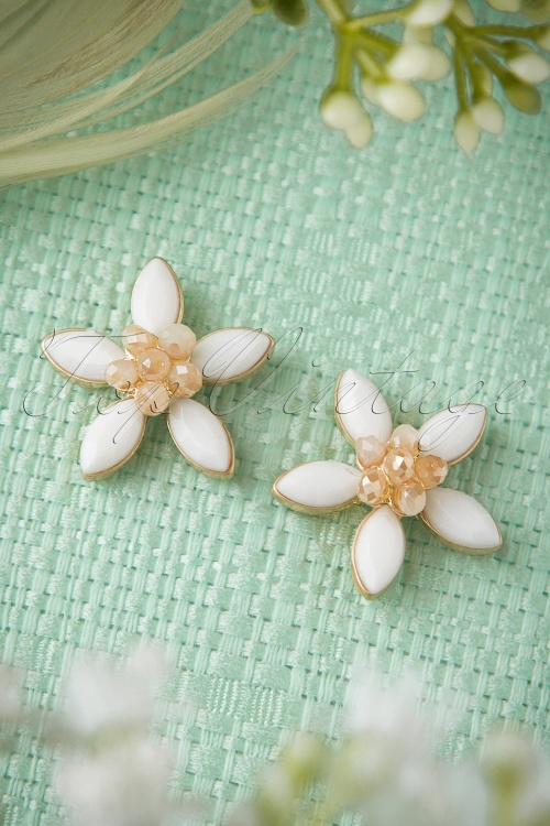 Lovely White Floral Earrings 331 50 18387 03012016 001W