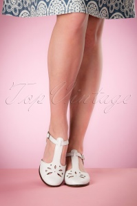 Miss L Fire Daisy White Wedges 452 50 17184 03242016 003w