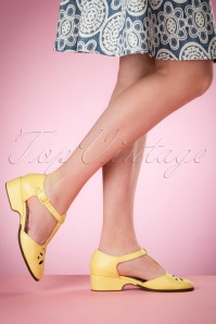 50s Daisy T-Bar Sandals in Lemon