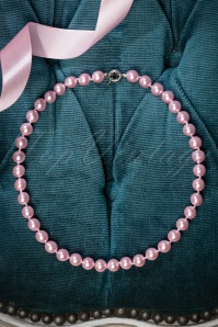 50s Dainty Pearl Necklace in Pale Pink