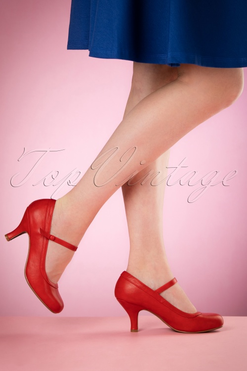 Bettie Page Shoes Bettie Pumps in Red 402 20 17087 04132016 004retouchedW