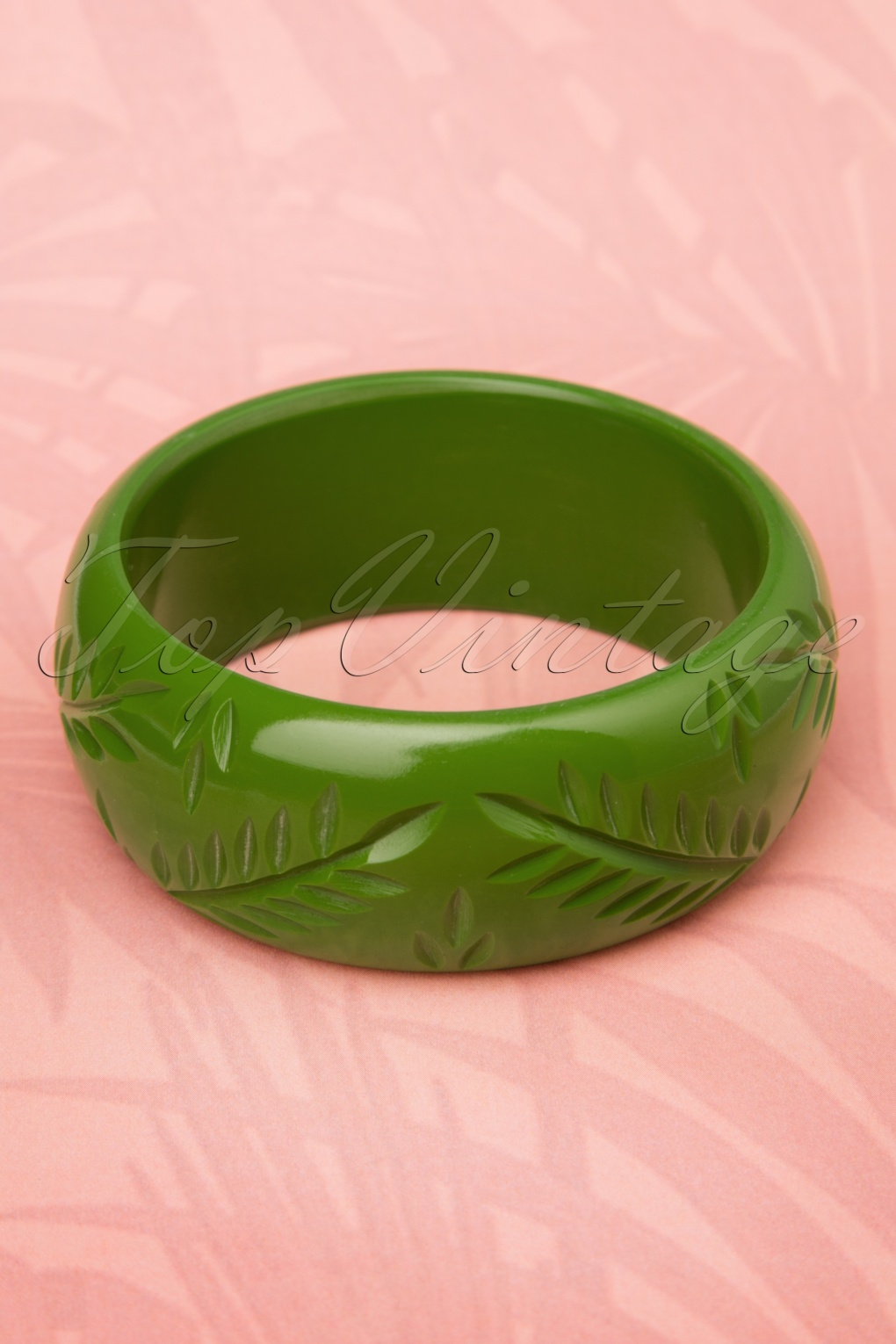 8 Easy 1920s Costumes You Can Make TopVintage Exclusive  20s Maisie Carved Bangle in Leaf Green £11.05 AT vintagedancer.com