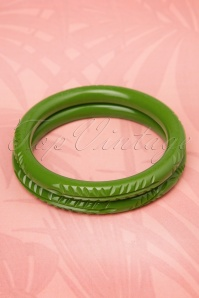 TopVintage Exclusive ~ 20s Maisie Carved Bangles Set in Leaf Green