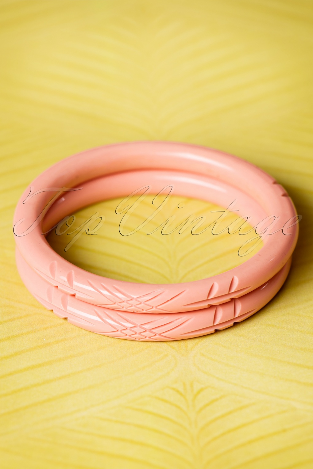 8 Easy 1920s Costumes You Can Make TopVintage Exclusive  20s Stella Carved Bangles Set in Pale Pink £11.05 AT vintagedancer.com