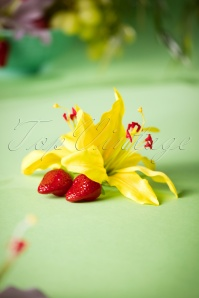 50s Paloma Double Lily Strawberry Hair Clip in Yellow
