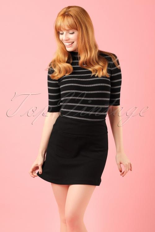 Yumi Striped Grey Black Turtleneck Top modelfoto cropW