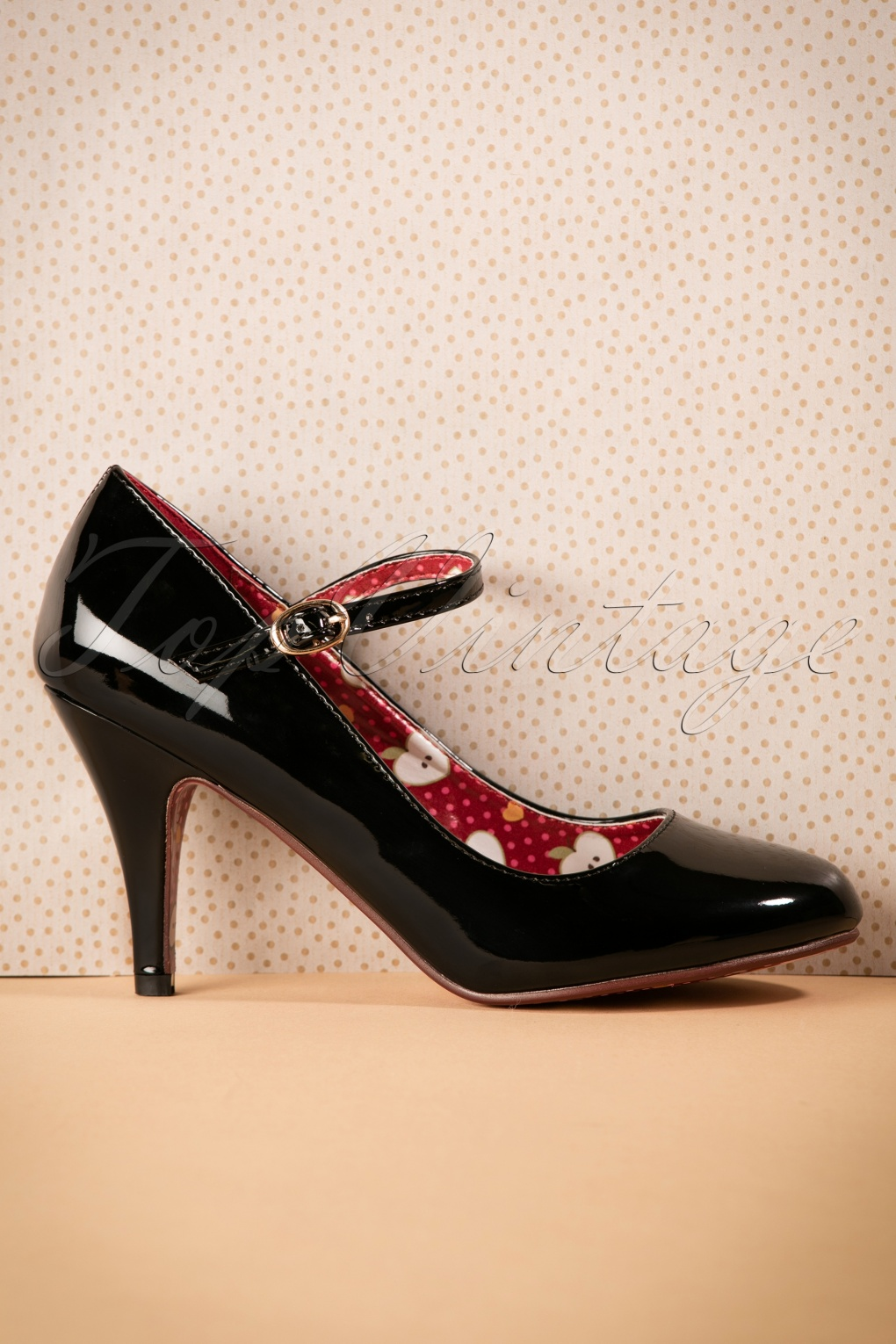 1960s Style Shoes 60s Jean Jeanie Lacquer Pumps in Black £46.67 AT vintagedancer.com