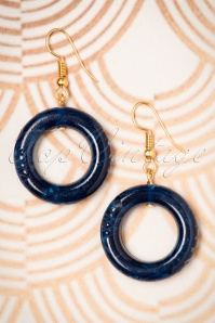 TopVintage Exclusive ~ Vera Small Carved Hoop Earrings Années 1920 en Navy foncé