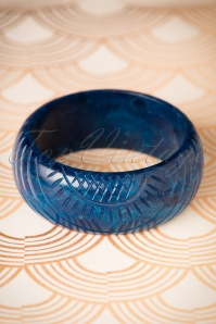 TopVintage Exclusive ~ Vera Carved Bangle Années 1920 en Navy foncé