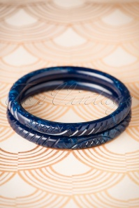 TopVintage Exclusive ~ Vera Carved Bangle Set Années 1920 en Navy foncé