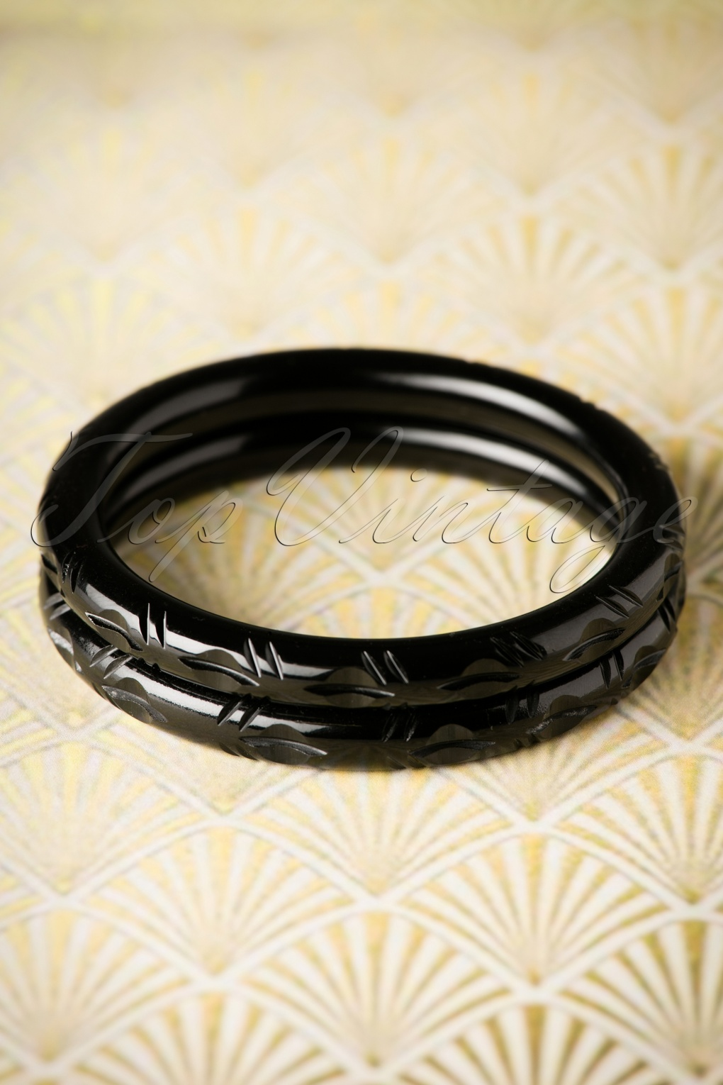 Vintage Style Jewelry, Retro Jewelry 20s Abigail Carved Bangles Set in Black £11.36 AT vintagedancer.com