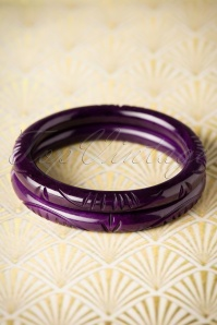 TopVintage Exclusive ~ Ellie Carved Bangle Set Années 1920 en Violet foncé