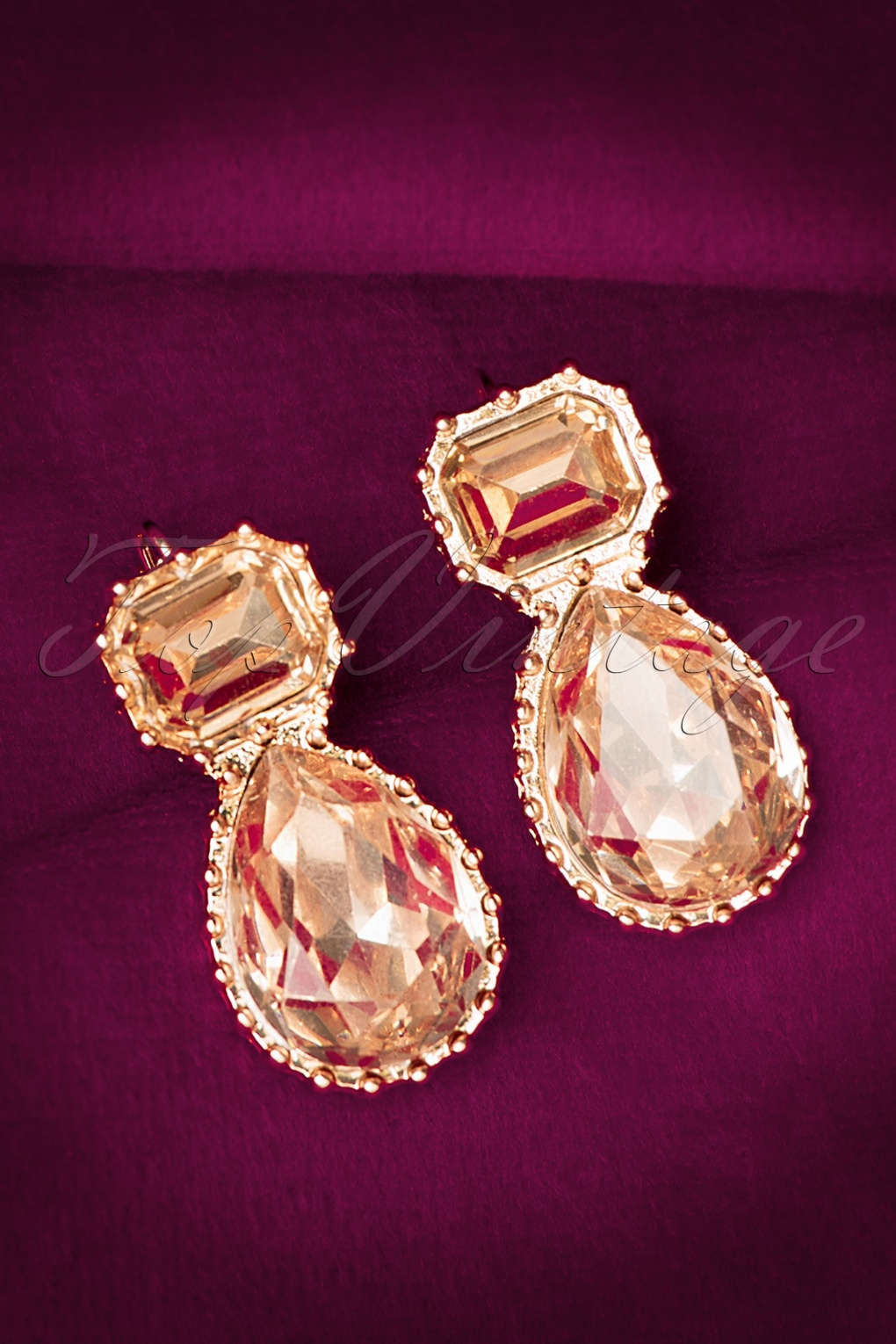 1930s Costume Jewelry 30s Mathilda Earrings in Gold £11.25 AT vintagedancer.com