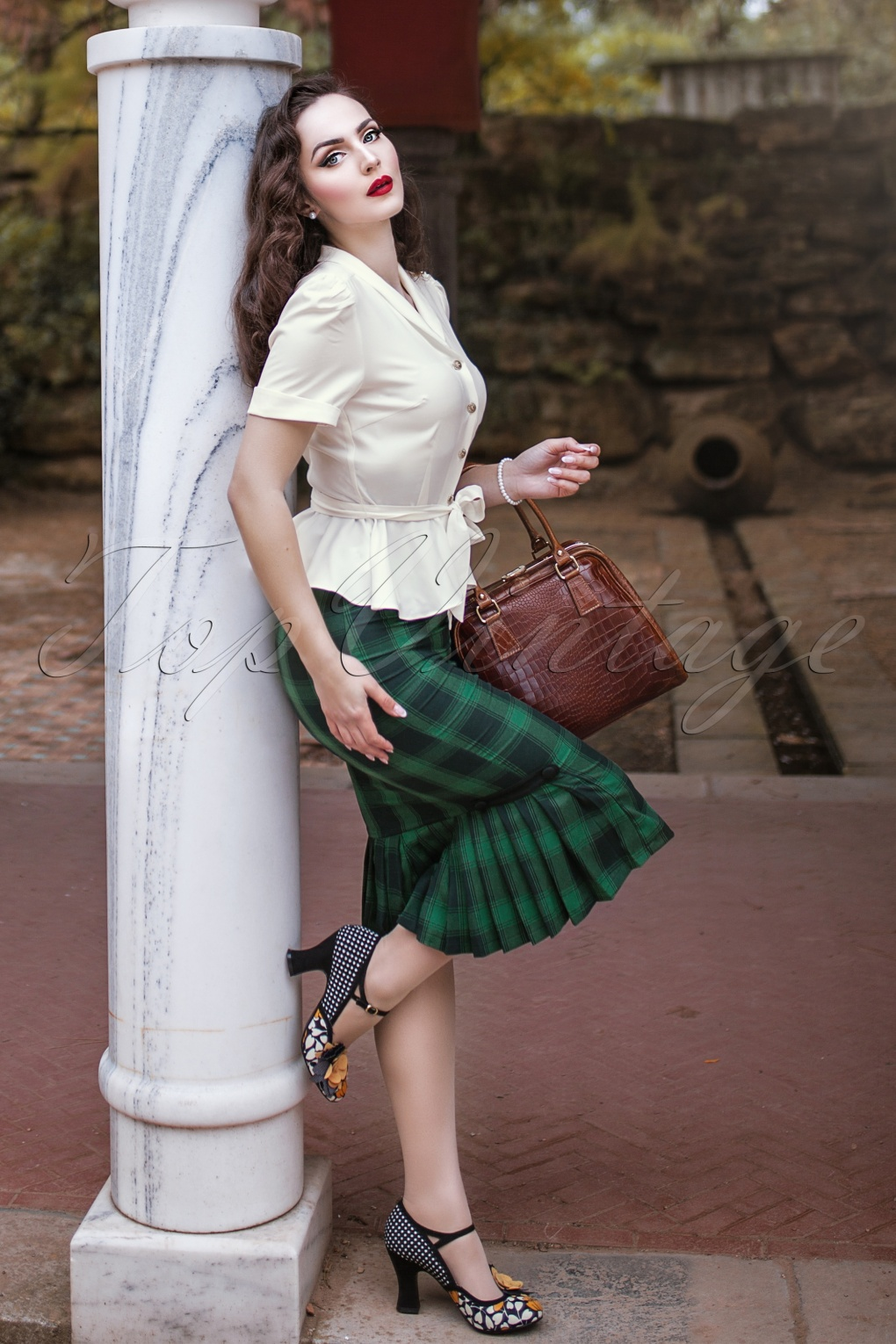 Retro Skirts: Vintage, Pencil, Circle, & Plus Sizes 40s Agnes Tartan Pencil Skirt in Green £36.05 AT vintagedancer.com