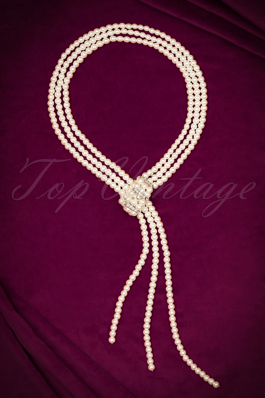 1950s Costume Jewelry 40s Elizabeth Long Pearl Necklace £21.67 AT vintagedancer.com